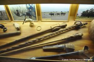 Laski wodzów wykonywane ręcznie przez ludzi Owambo