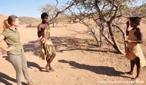 Przy drzewie mopane
